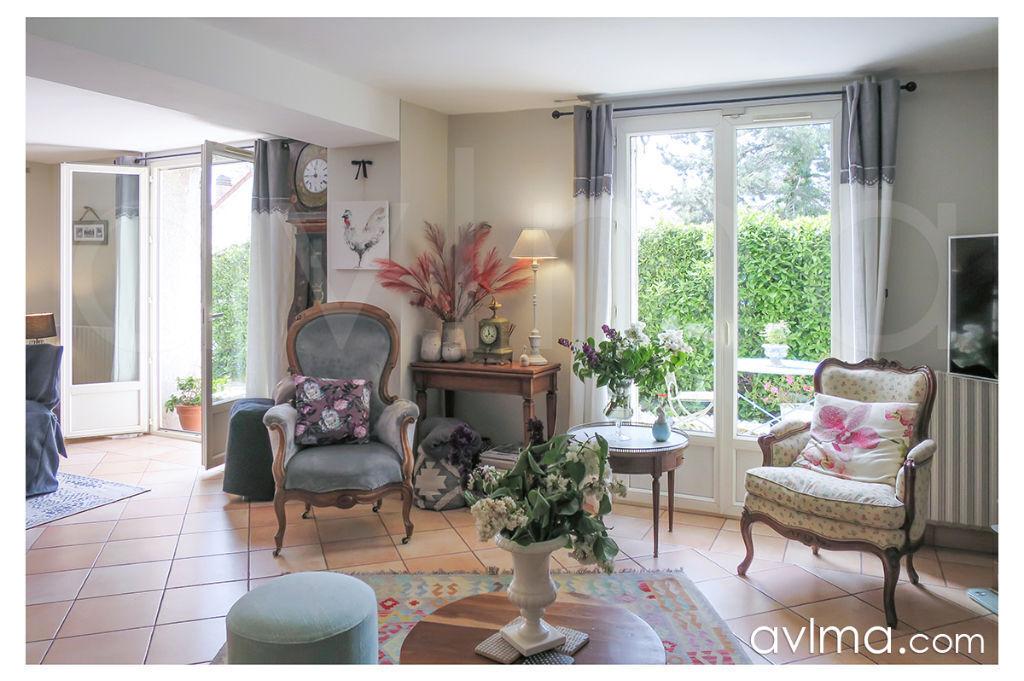 Maison 6 pièce(s) 140 m²                78870 BAILLY