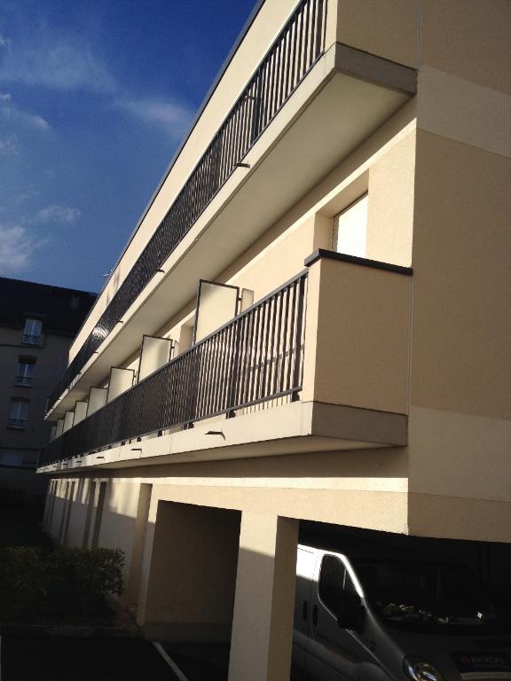 location appartement 1 pi ce 15 m chartres. Black Bedroom Furniture Sets. Home Design Ideas
