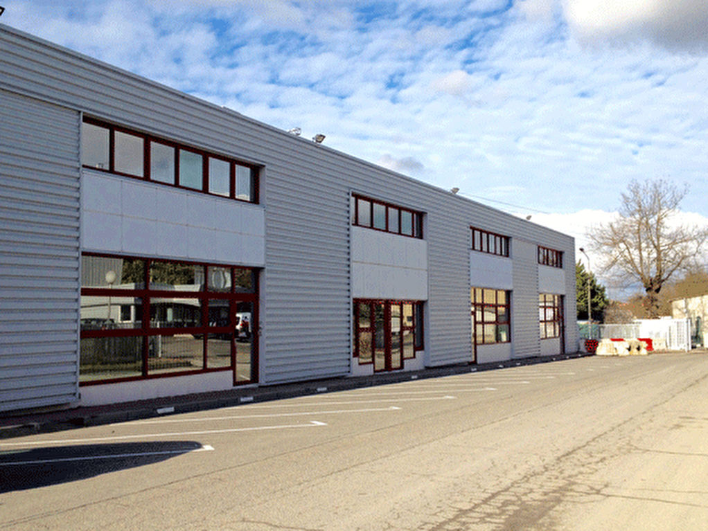 Locaux à Vendre - Purpan  1200 m2 divisibles à partir de 300 m2