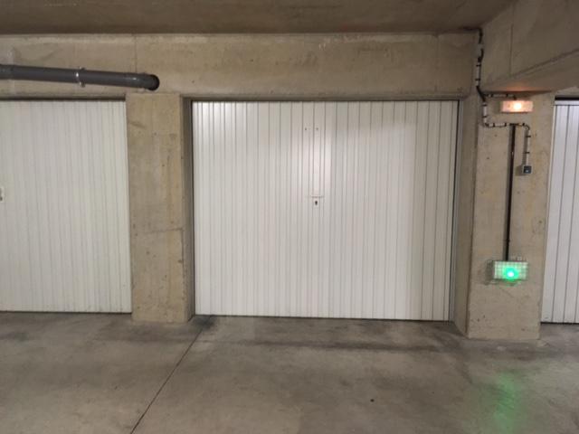 Garage louer en r sidence 57070 metz queuleu metz 57070 for Garage professionnel a louer