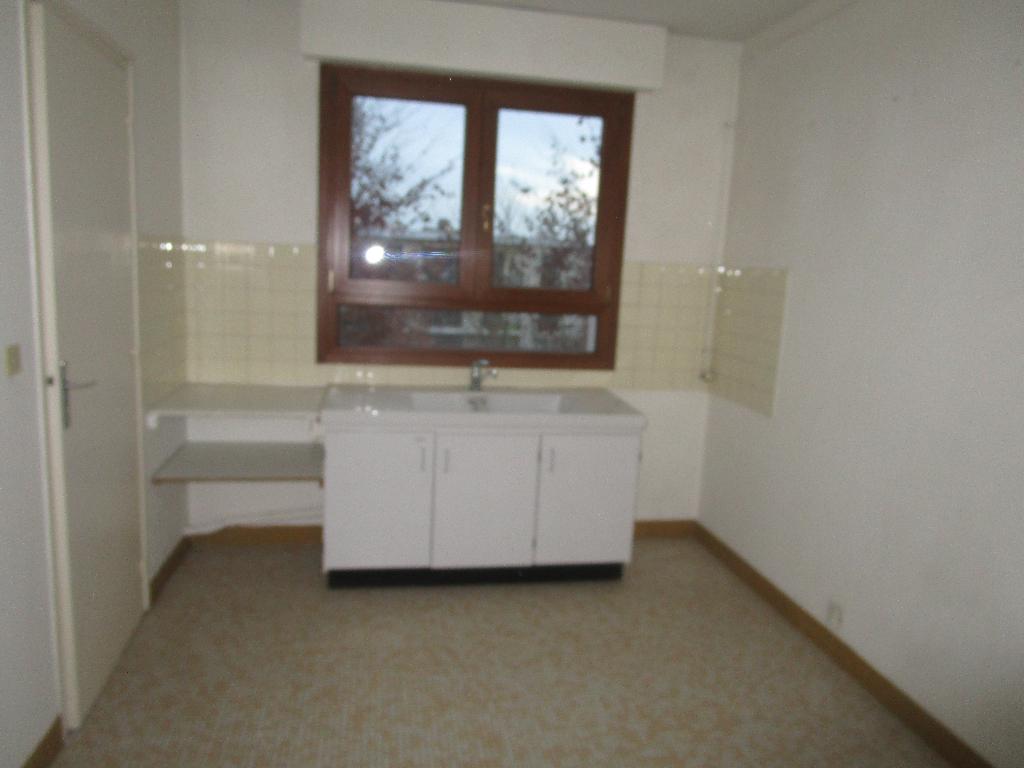 appartement louer 3 pi ces proche metz le ban saint. Black Bedroom Furniture Sets. Home Design Ideas