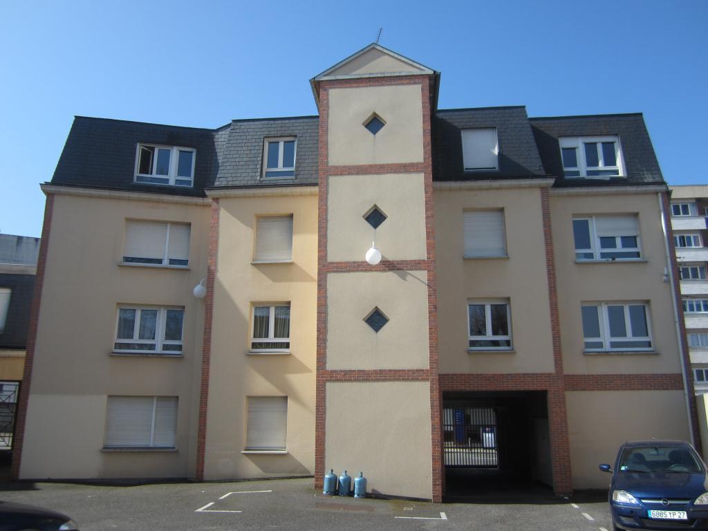 Location appartement 1 pi ce 330 cc appartement for Cherche a louer garage