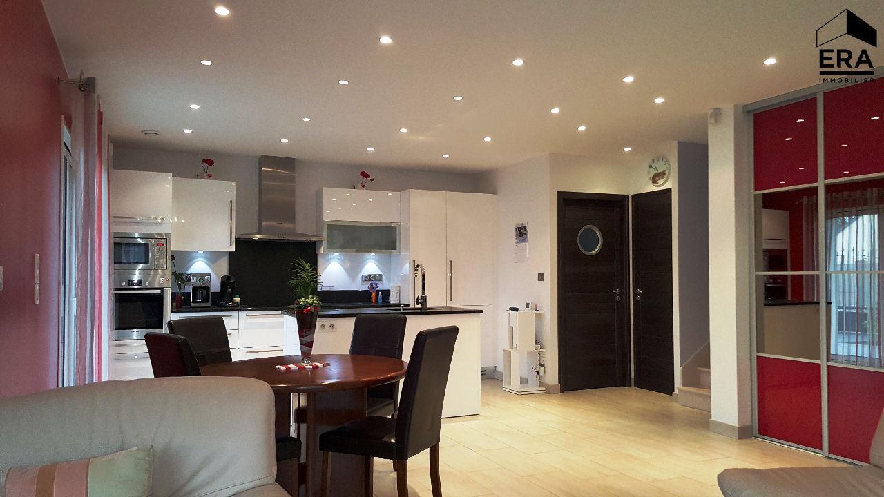 Maison comptemporaine 2012 4 chambres 3 pi ces d 39 eau for Garage opel 77 pontault combault
