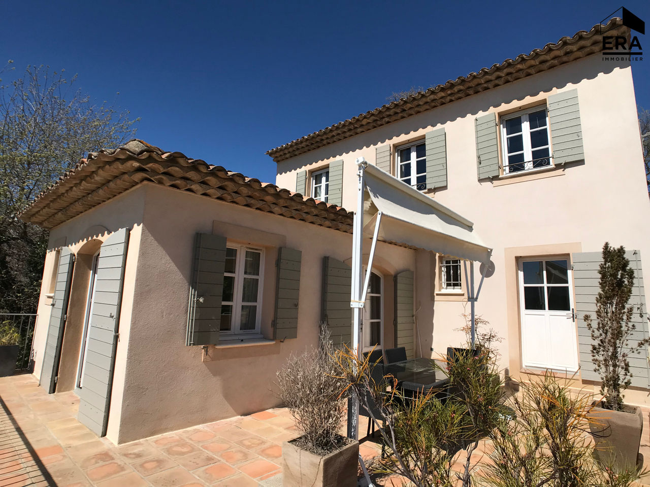 Villa 4 chambres avec piscine et grande terrasse couverte for Villa avec terrasse couverte