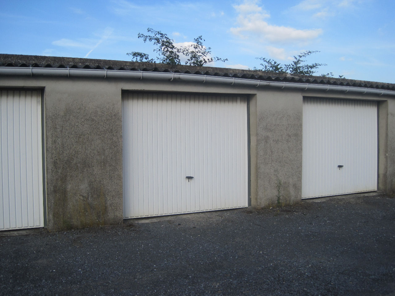 Location garage parking saint quentin 02100 sur le for Location garage landerneau