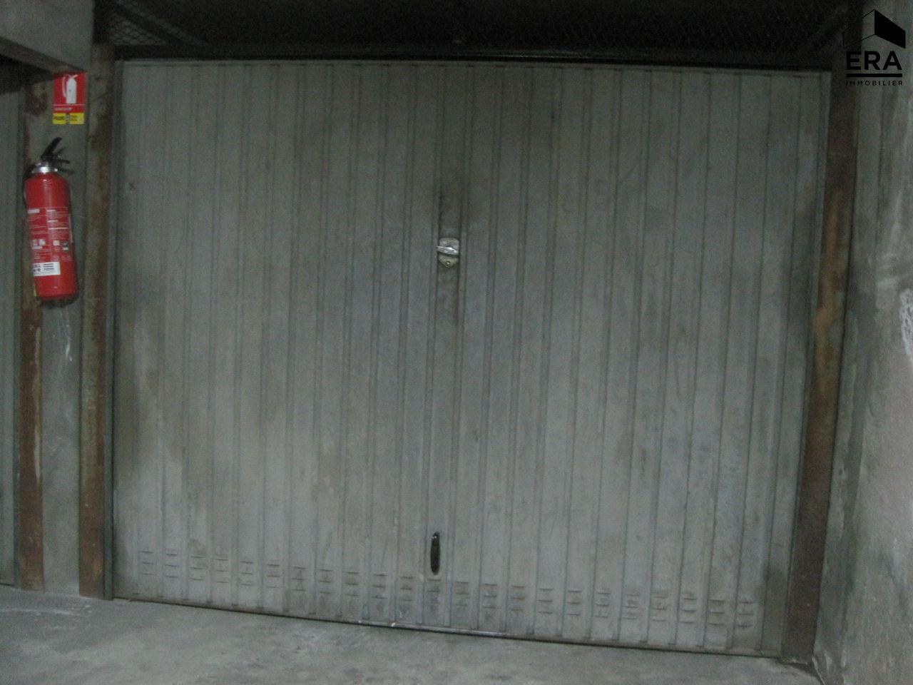 location garage parking saint quentin 02100 sur le partenaire. Black Bedroom Furniture Sets. Home Design Ideas