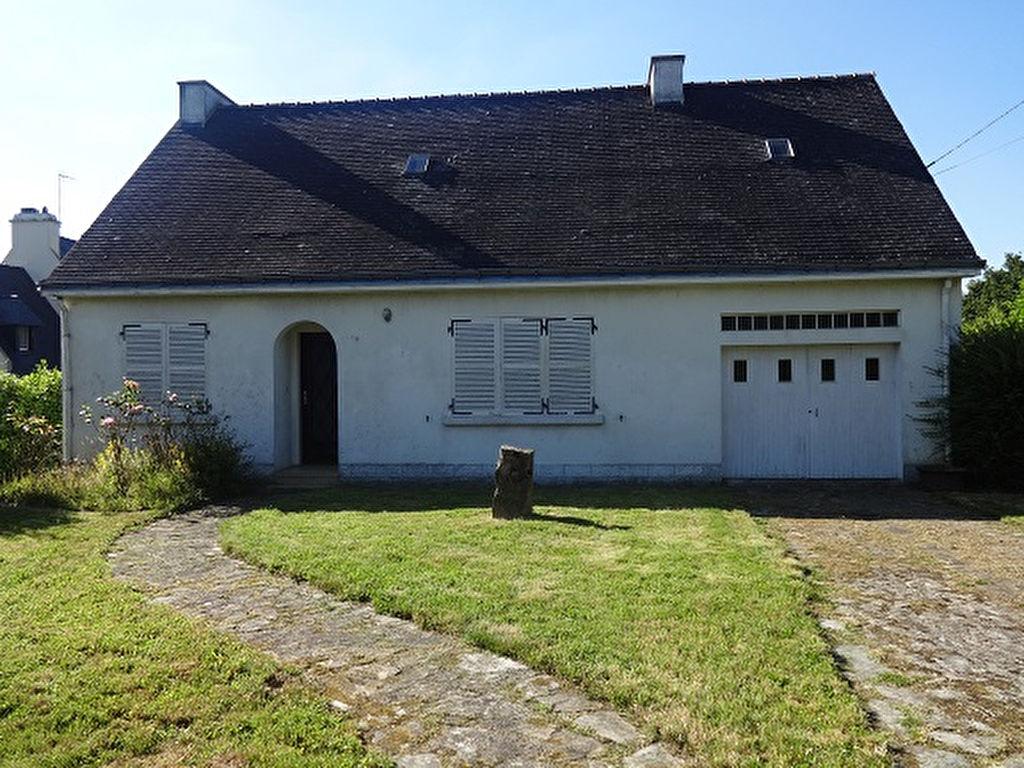 Maison traditionnelle de plain pied avec garage et jaridn for Maison plain pied traditionnelle