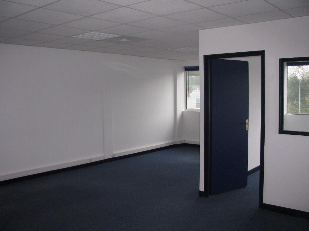 A louer anglet bureaux de 51m anglet 64600 for Au bureau anglet