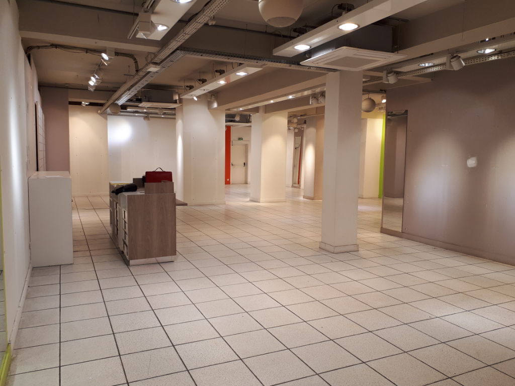 Location local commercial Saint omer 2500€ HC - Photo 2