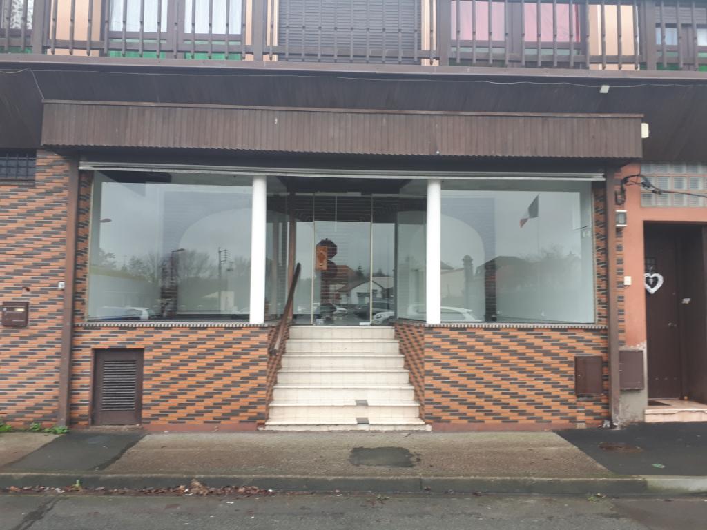 Location local commercial Wizernes 450€ HC - Photo 1