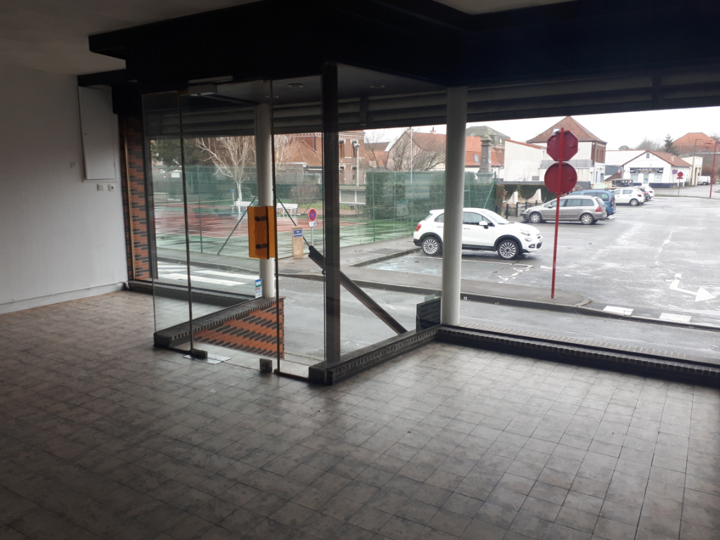 Location local commercial Wizernes 450€ HC - Photo 2