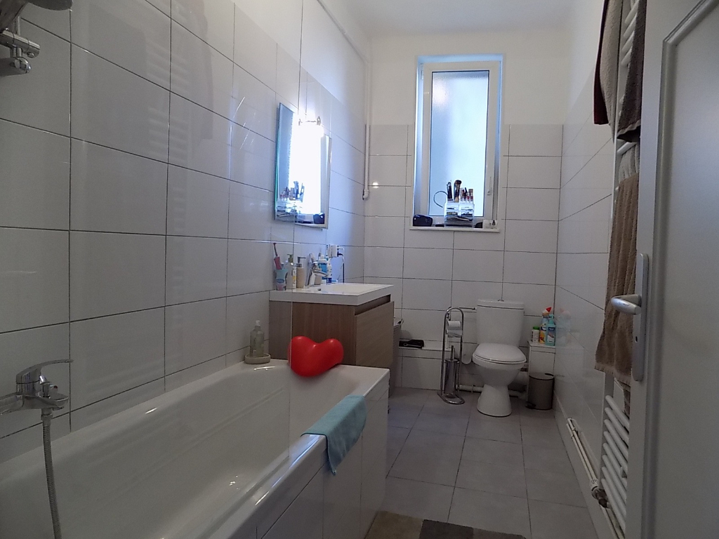 appartement f3 r nov au 4 me tage metz metz 57070. Black Bedroom Furniture Sets. Home Design Ideas