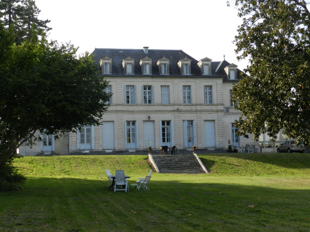 Ch teau et son domaine questre 57 hectares angoul me 16000 for Code postal angouleme