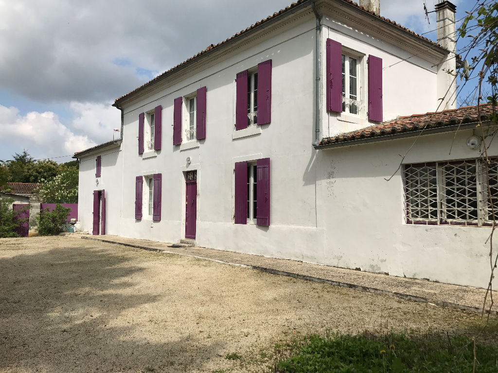 Nice property with outbuildings in a nice park