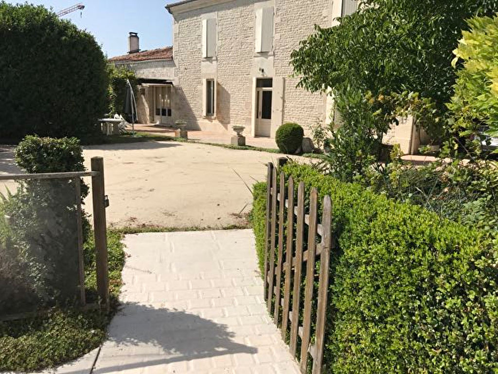 Spacious Charentaise with garden and Pool in Cherbonnieres