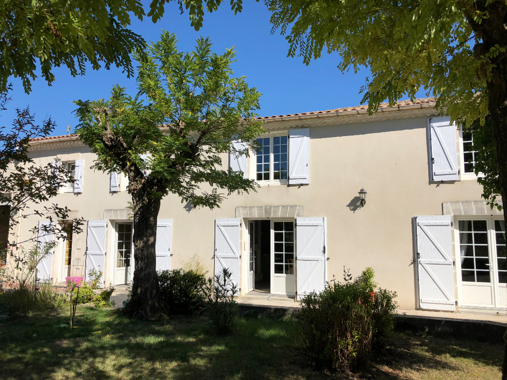 Charente house adjoining outbuildings