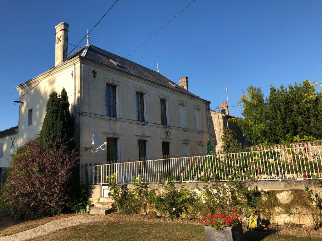 Maison de Maitre with separate gite of 93m2 , large outbuildings, Orchard and pool