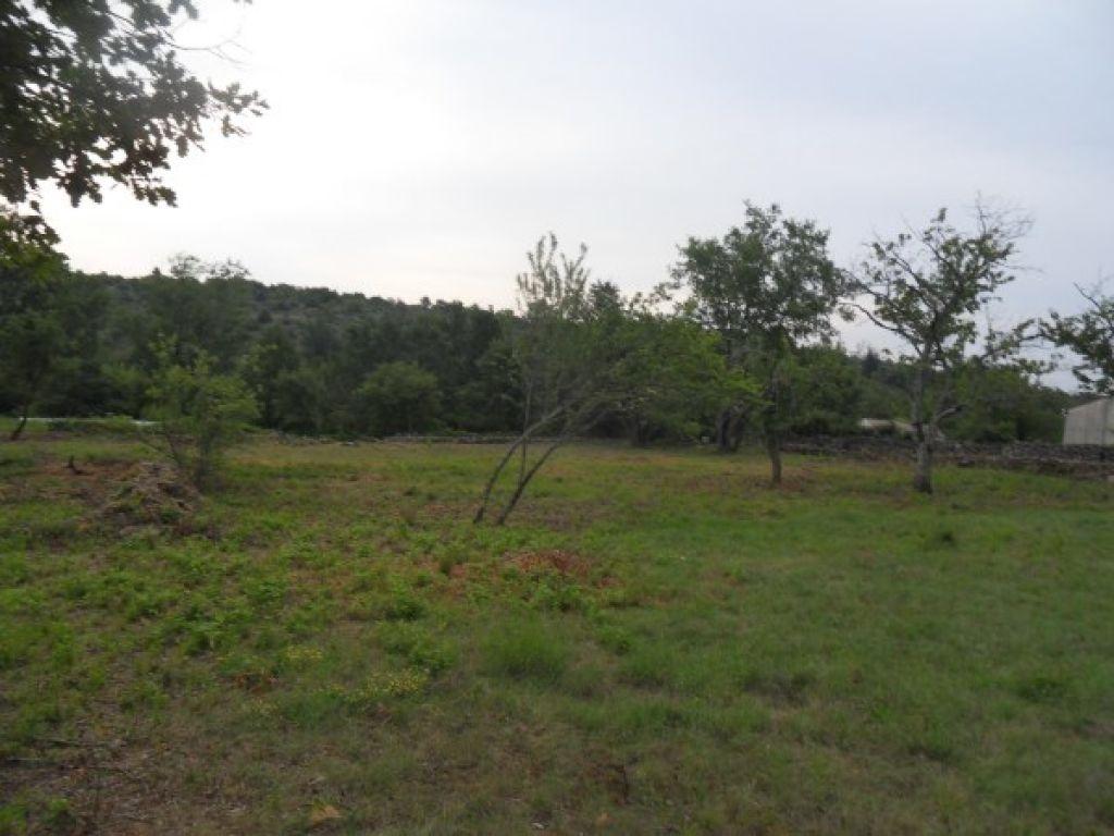 A saisir sud Ardèche, beau terrain constructible de  1310 m², avec vue dominante, ref 61341, à voir www.saint-ambroix.letuc.com<br>Copropriété de 4 lots ().