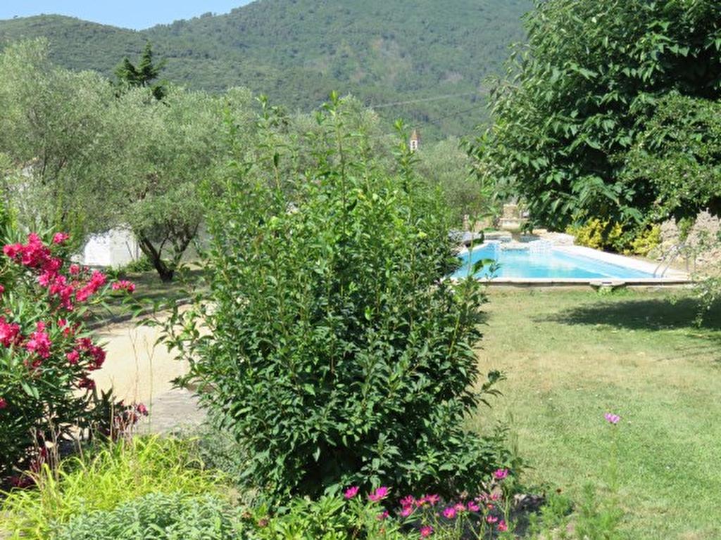Maison avec grand parc et piscine les mages 30960 for Piscine grand parc