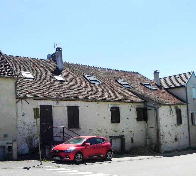 7 km Auxerre Immeuble 4 lots