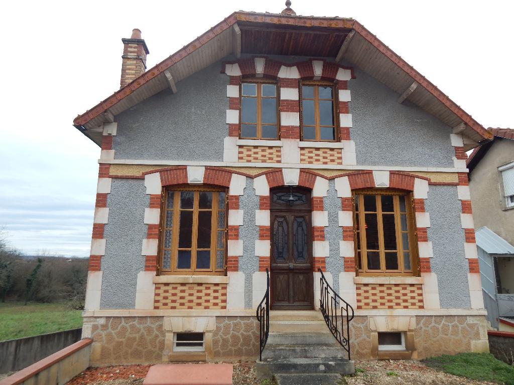 ENTRAINS SUR NOHAIN,  Belle maison de village . 7 pièces