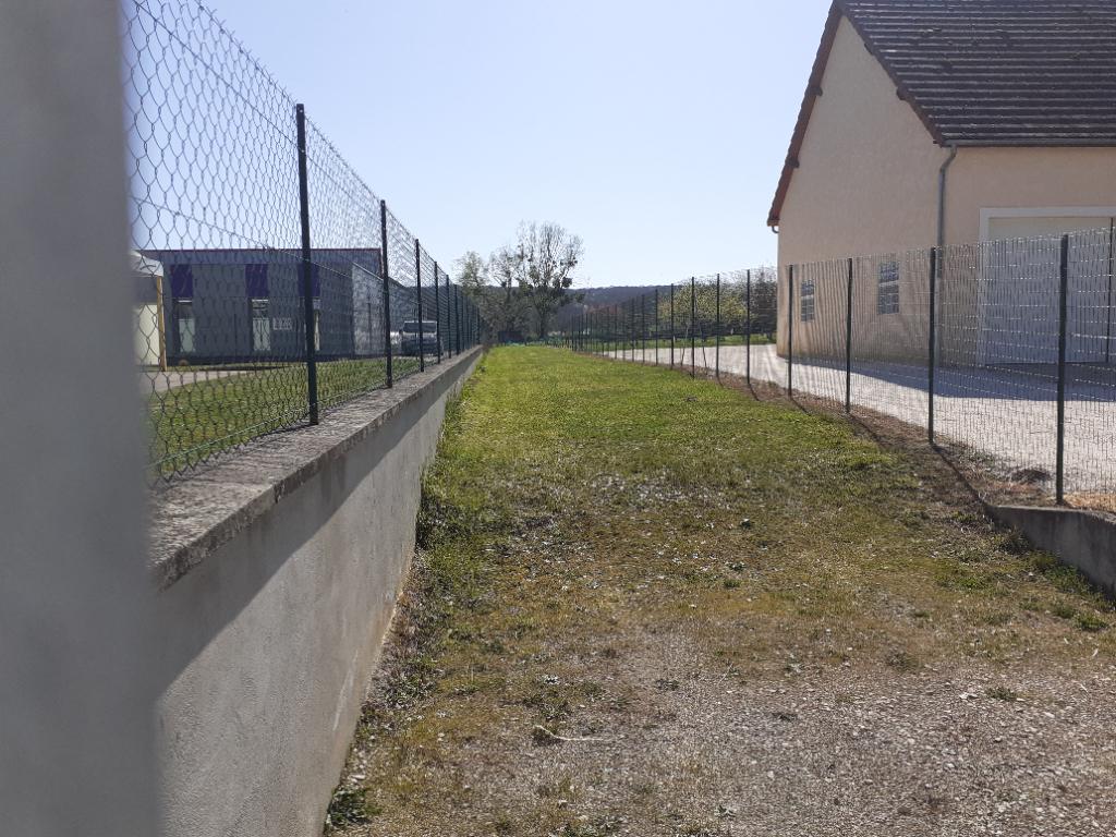 Seignelay  TERRAIN 1400 m² (zone artisanale)
