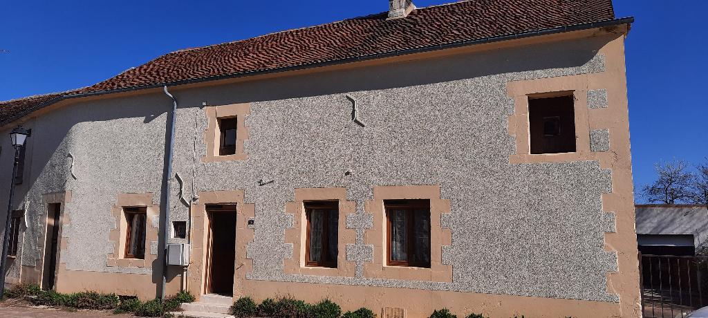 Secteur Puisaye-Forterre. Maison de village (6 pièces) 172 m².