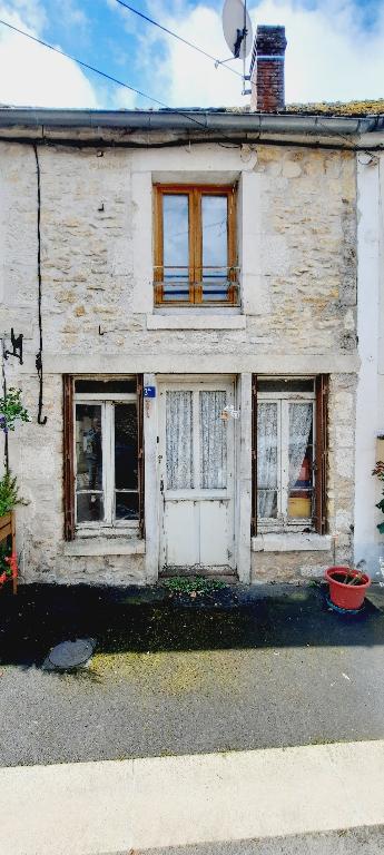 Secteur Nivernais Maison de village (3 pièces).