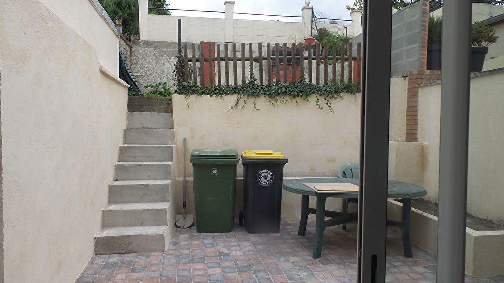 F2 en rez-de-chaussée avec cour et jardinet