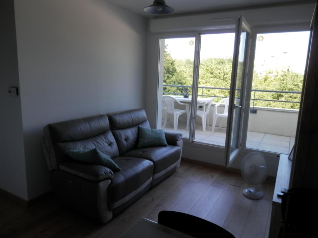 Amiens appartement  récent avec terrasse et ascenseur place de parking