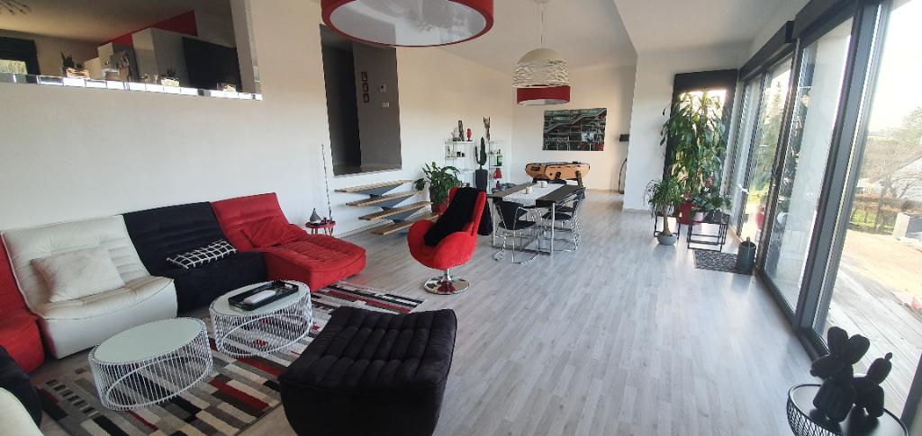 métropole sud pavillon individuel 228 m²  5 chambres dont  une chambre de plain pied bâti sur 500 m² environ