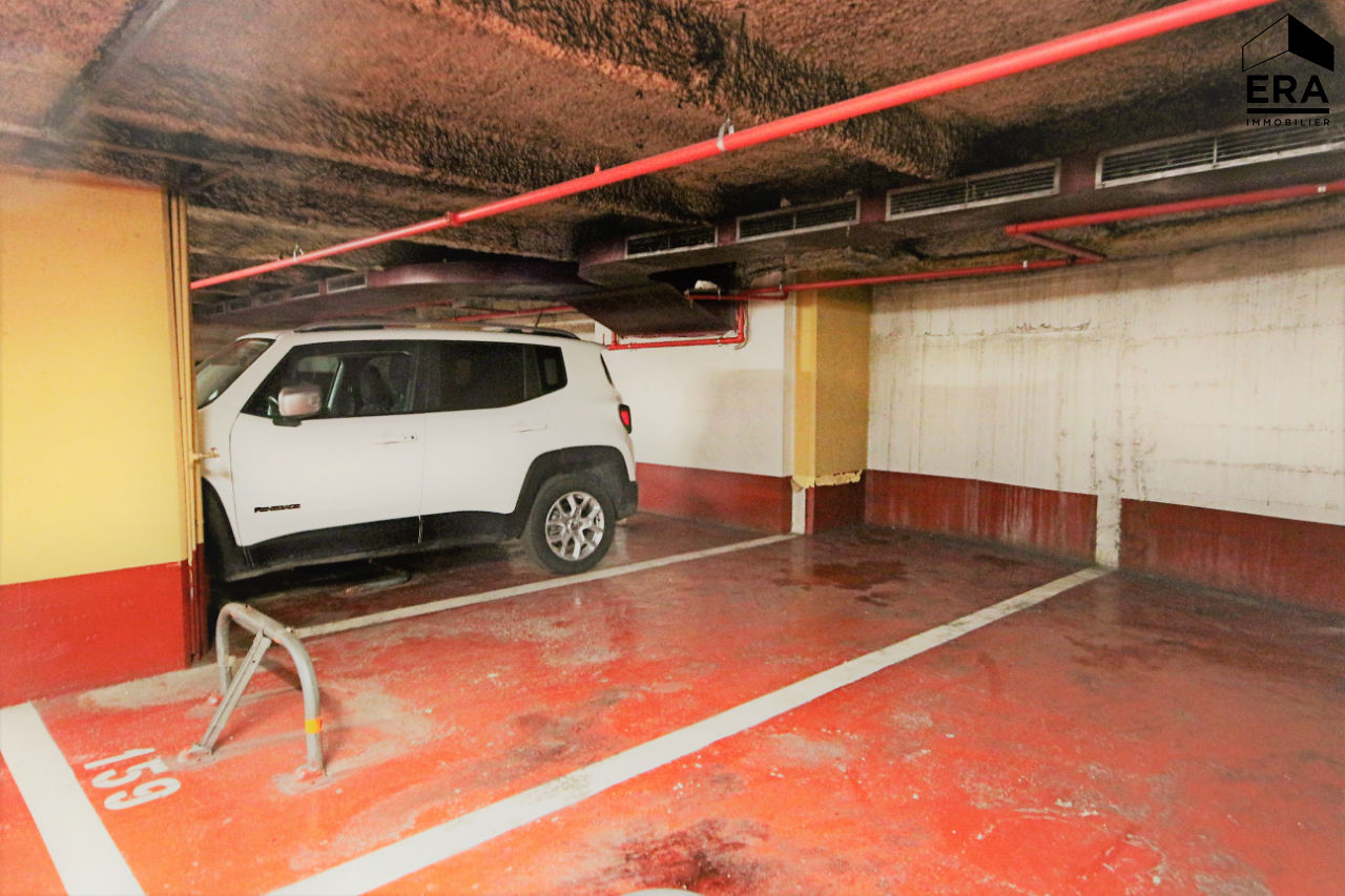 Vente garage parking paris lys e 8e arrondissement for Garage poniatowski paris 12 paris