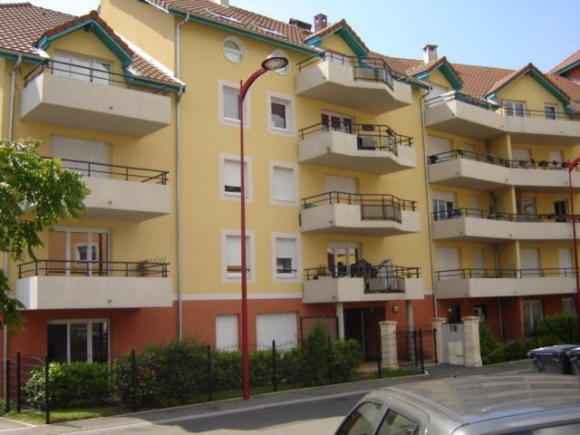 Location appartement saint genis pouilly 01630 sur le for Garage st genis pouilly