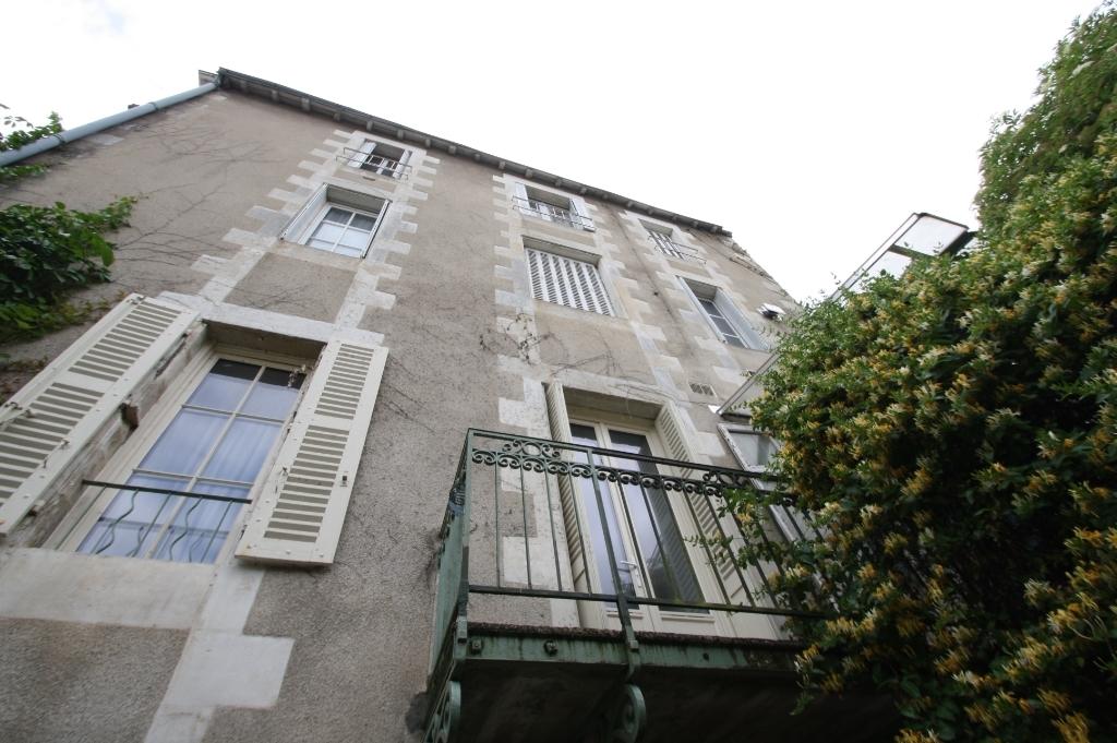 Tres belle maison bourgeoise 7 chambres centre ville for Code postal poitier