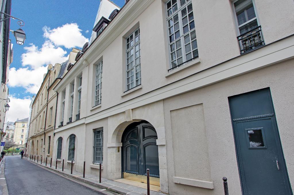 4 marais 2 pieces en rez de jardin paris 75000. Black Bedroom Furniture Sets. Home Design Ideas