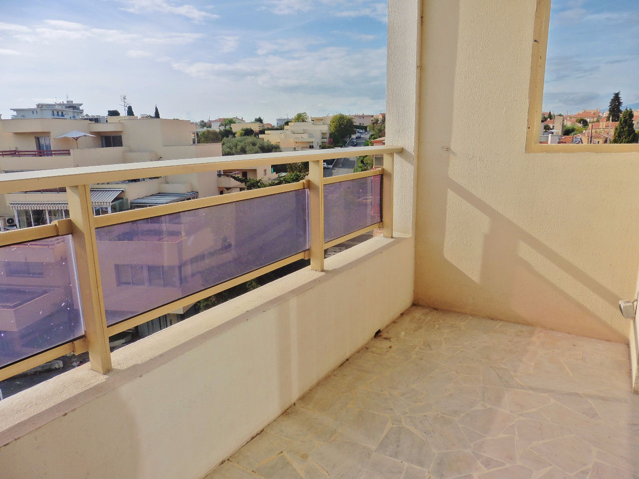 annonce vente appartement cagnes sur mer 06800 19 m. Black Bedroom Furniture Sets. Home Design Ideas