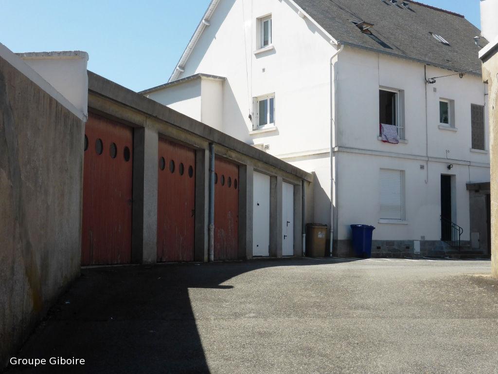 location garage parking saint malo 35400 sur le partenaire. Black Bedroom Furniture Sets. Home Design Ideas