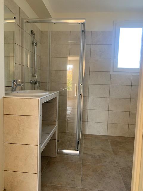 Rental apartment Cabries 900€ CC - Picture 7