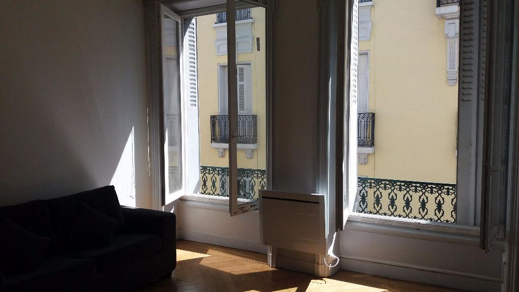 Saint etienne appartement saint etienne 1 pi ce s saint for Location appartement atypique saint etienne