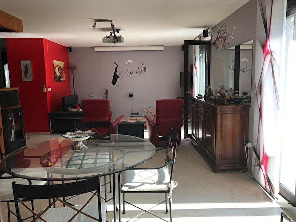 Belle villa lou saint etienne la perrotiere de 155 m for Garage saint etienne