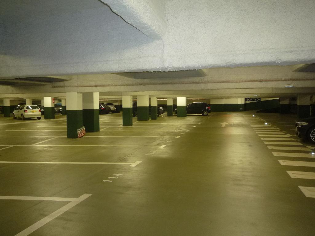 parking moto centre siam brest brest 29200. Black Bedroom Furniture Sets. Home Design Ideas