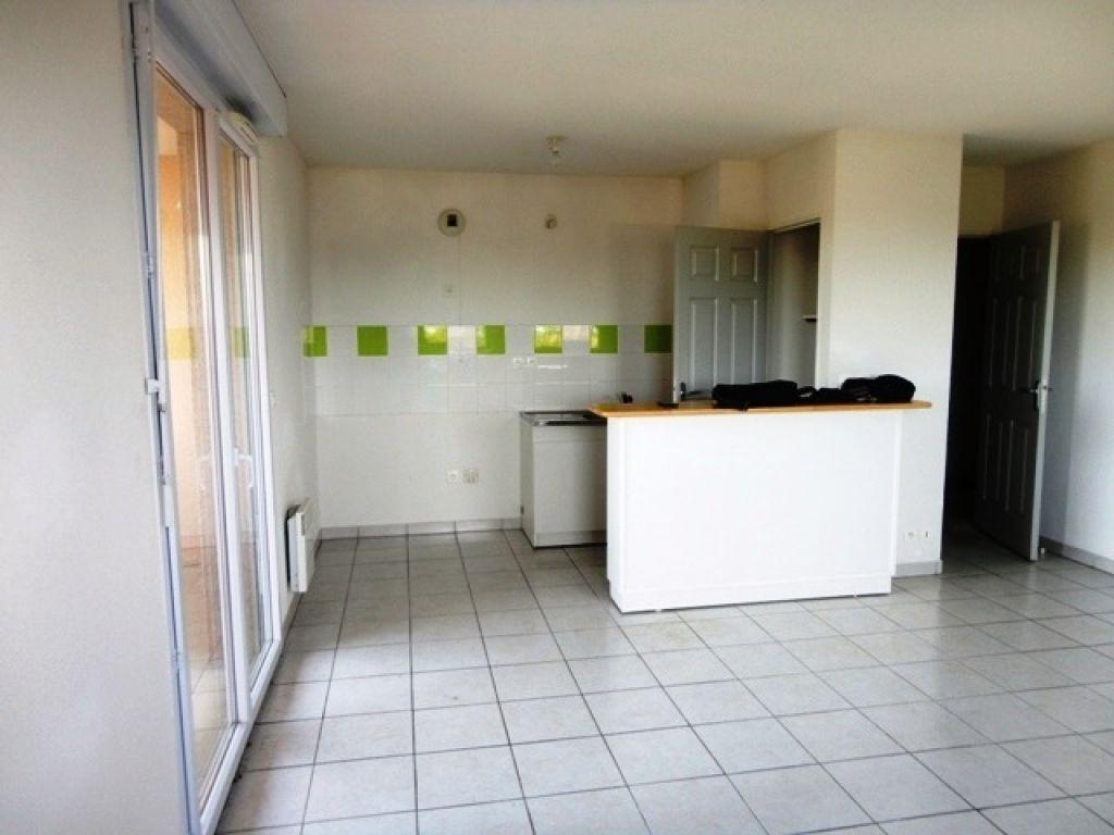 appartement auch t3 auch 32000. Black Bedroom Furniture Sets. Home Design Ideas