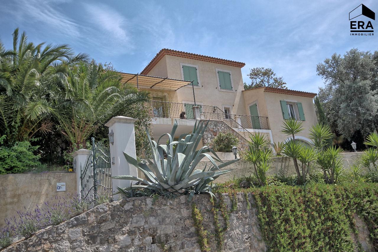 Grasse villa individuelle de 268m2 sur 1500m2 de terrain for Villa individuelle