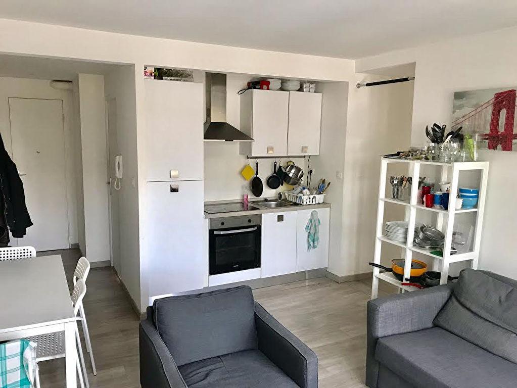 location appartement lille 59000 sur le partenaire. Black Bedroom Furniture Sets. Home Design Ideas