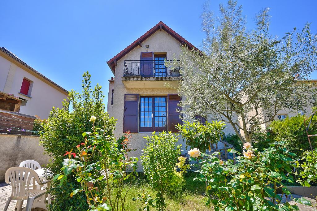 A Vendre Maison Familiale de 5 chambres avec jardin et parking Rueil  Coteaux 92500