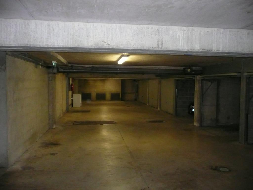 Vente garage parking narbonne 13m 17 000 sur le for Vente garage parking angers