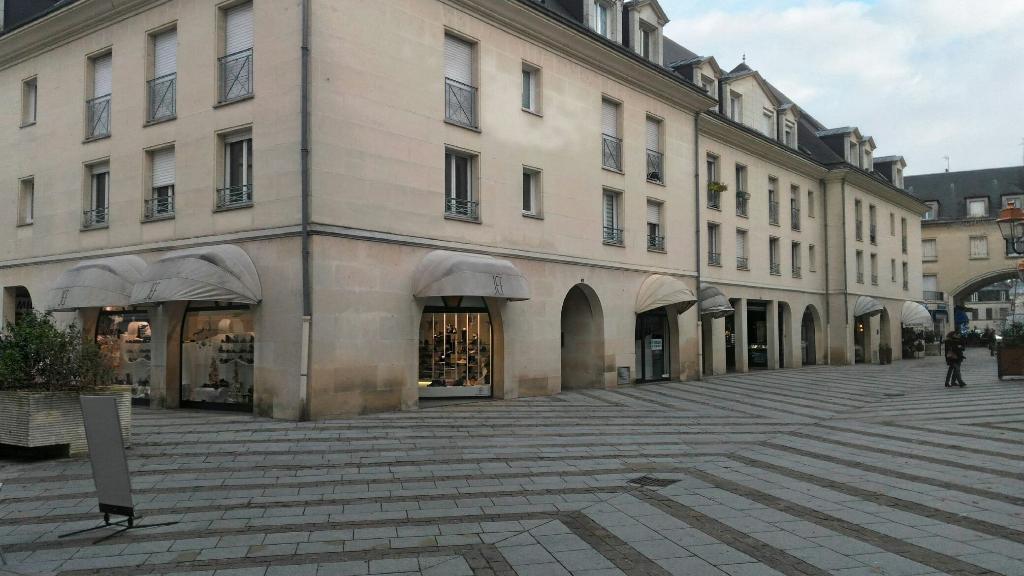 Cellule commerciale 45 m² CENTRE VILLE COMPIEGNE  ( 6)