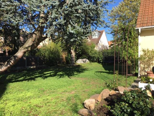 Sale house / villa Le mesnil le roi 1045000€ - Picture 2