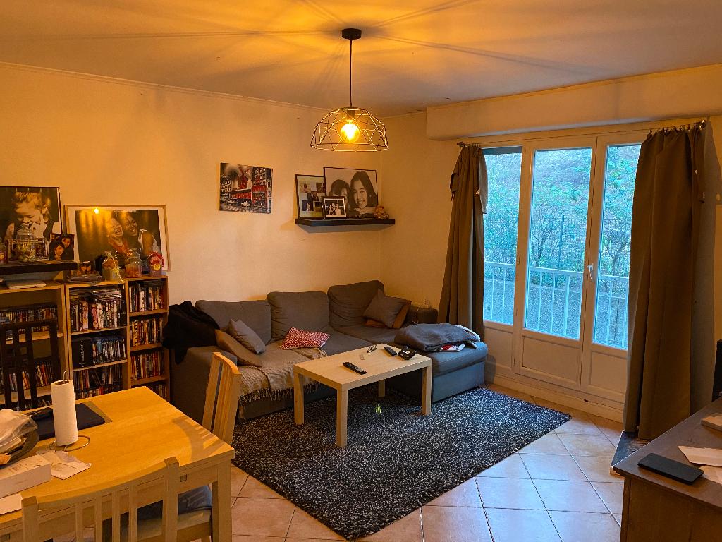 Appartement de type 3 dans une residence calme et sécusrisée EN