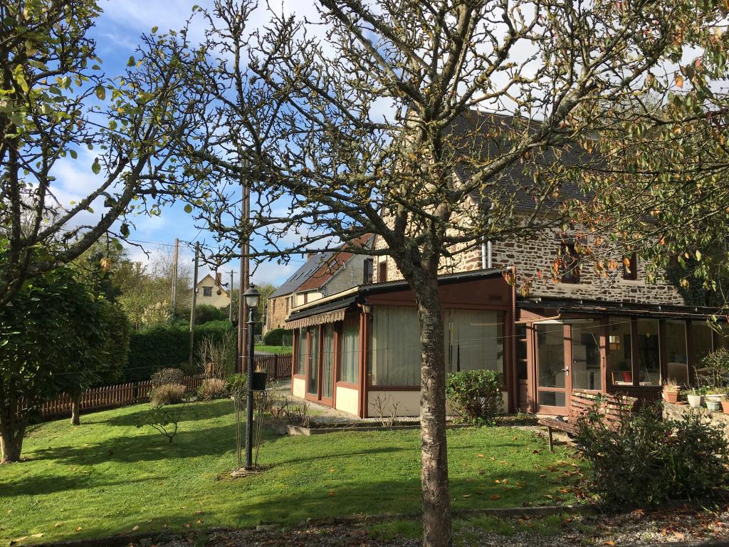 Exclusivite pr s de pont d 39 ouilly jolie maison en pierres for Agence jardin immobilier vallangoujard